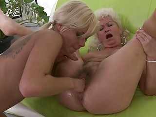 Horny Granny Gets Her Clunge Fin…