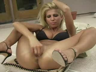 Tobys – Blonde Fisting Herself