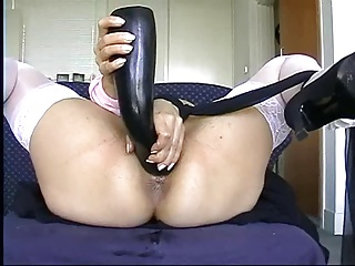 Sweet Girl Gets Fisted